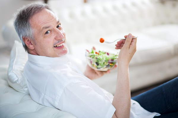 man-eating-a-salad-on-couch.jpg